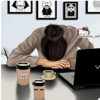 Девушка с компьютером устала